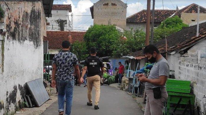 Terduga Teroris di Tuban Ditangkap seusai Antar Anak Les, Densus 88 Amankan Sejumlah Barang ini