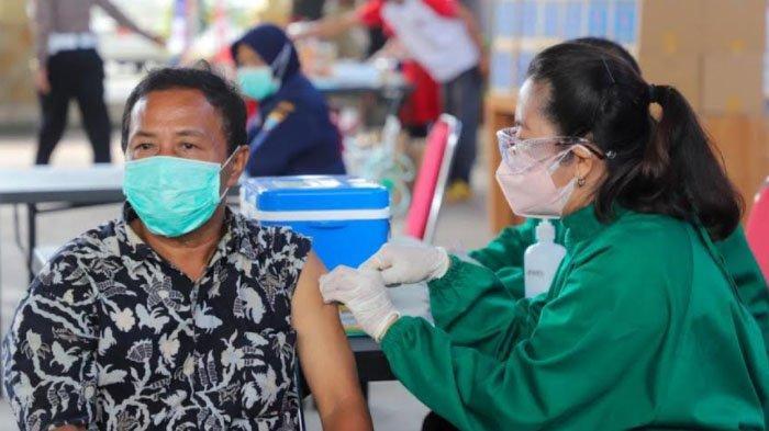 Pembagian Sembako dan Vaksinasi Covid-19 Massal untuk Tuna Wisma di Kabupaten Kediri