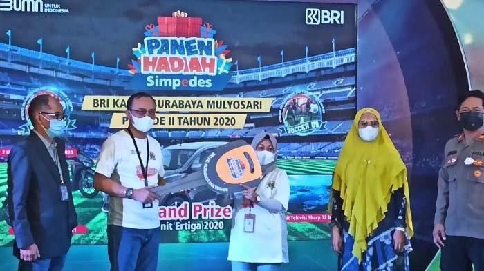 Nasabah BRI Unit Arif Rahman Hakim Surabaya Raih Mobil Ertiga dari Panen Hadiah Simpedes Periode II