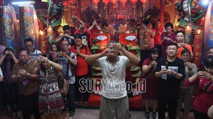 Ratusan Jemaat Padati Klenteng Hong San Koo Tee Surabaya, Selipkan Doa untuk Kerukunan