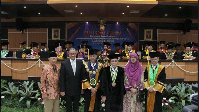 Unesa Beri Gelar Doktor Honoris Causa Pertama Kali Pada Ketua Yayasan Al Hikmah