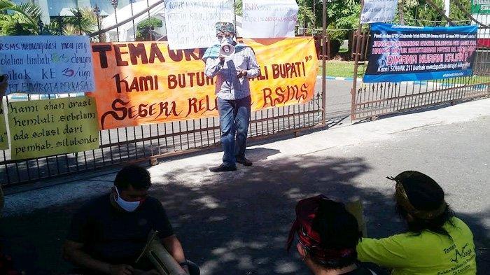 Demo Menolak Perluasan RSMS, Warga Mainkan Musik Patrol untuk Gugah Kehadiran Bupati Situbondo