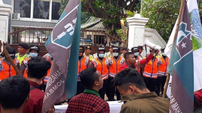 Aliansi Mahasiswa Jombang Demo Tuntut Cabut Revisi UU KPK, Ketua DPRD Teken Dukungan