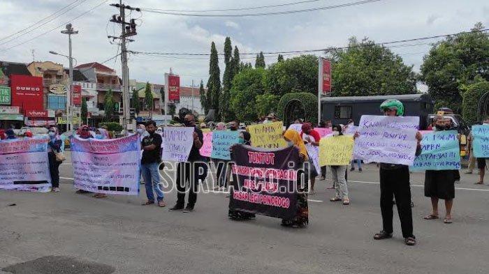 BREAKING NEWS Pedagang Pasar Legi Kabupaten Ponorogo Berunjuk Rasa, Ini Tuntutan Mereka