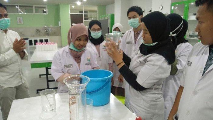 Satgas Covid-19 Unusa Libatkan Mahasiswa Produksi Hand Sanitizer