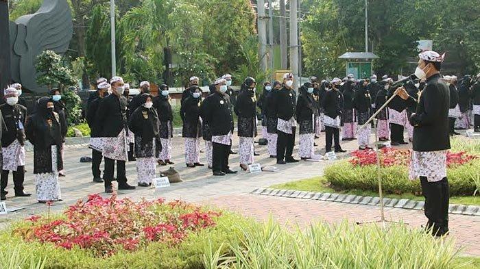 Pelestarian Budaya, Kini ASN di Lamongan Setiap Kamis di Minggu Pertama Wajib Kenakan BKL