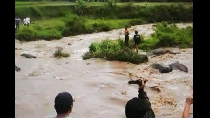 Pencarian Santri yang Hanyut Terseret Banjir Sungai Grape Diperluas Hingga Ngawi dan Bojonegoro