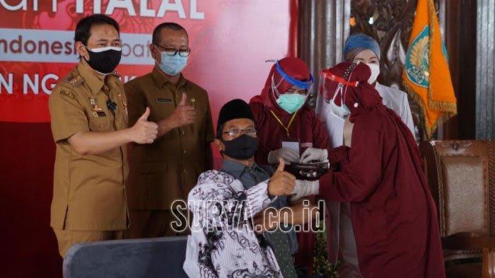 4.633 Guru SMA/SMK di Kabupaten Nganjuk Mulai Divaksin Covid-19