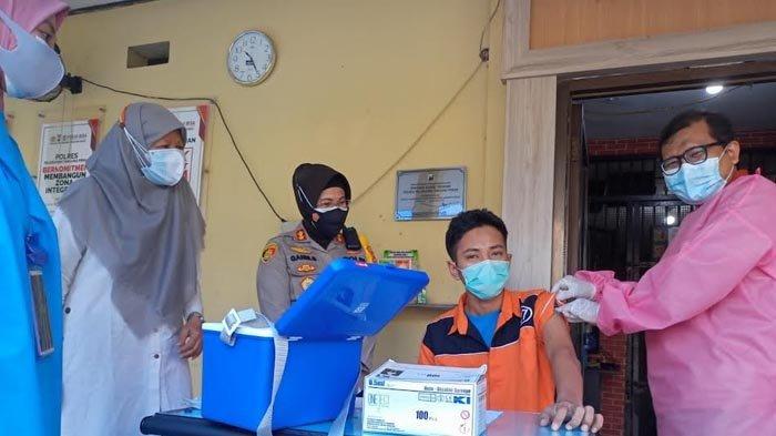 Hari Ini, Puluhan Tahanan Penghuni Rutan Polres Pelabuhan Tanjung Perak Jalani Vaksinasi Covid-19