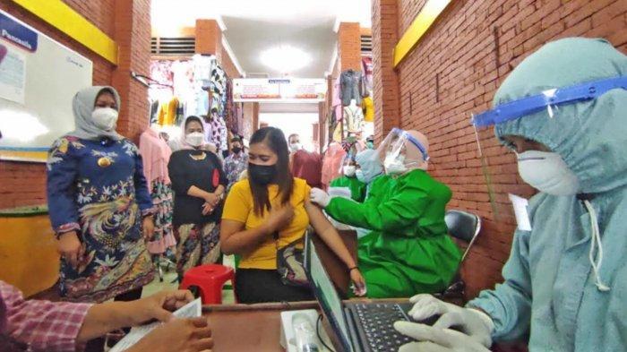 Ribuan Pedagang Pasar Kota Mojokerto Dapat Vaksin Covid-19