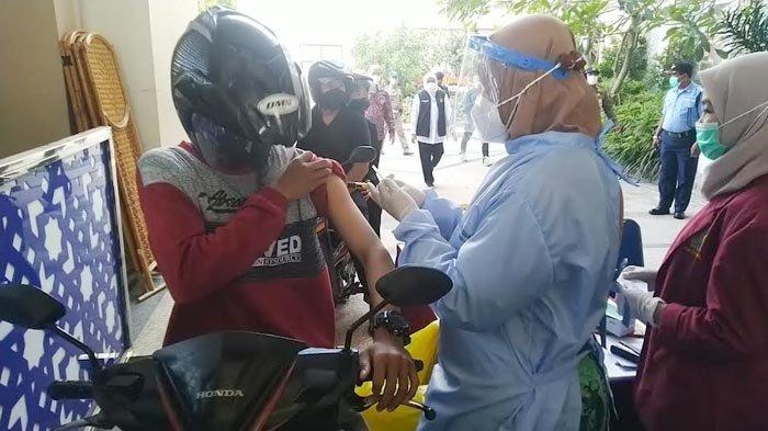 Universitas Muhammadiyah Surabaya Gelar Vaksinasi Covid-19 Drive Thru, Target 1.000 Orang per Hari