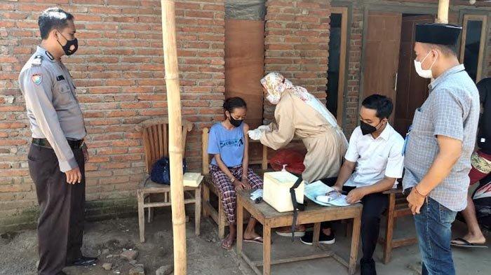 Satgas Banyuwangi Vaksinasi Covid-19 Secara Door to Door Warga Disabilitas di Desa-desa