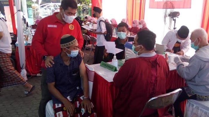 Usai Vaksin, Para Santri di Sidoarjo Video Conference dengan Presiden Joko Widodo