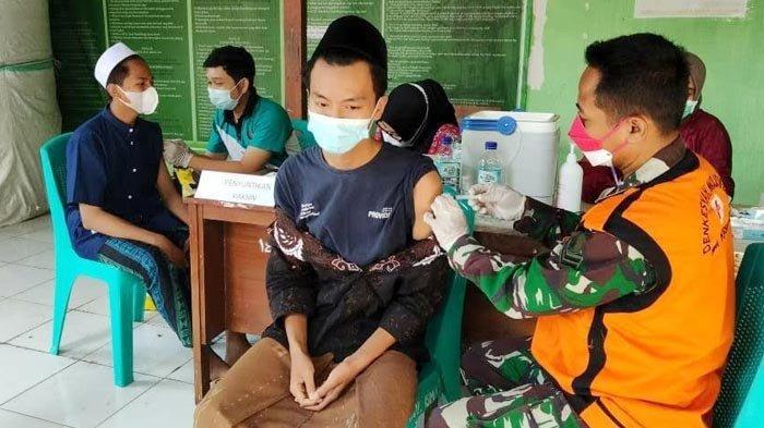 Guna Menunjang PTM, Vaksinasi Covid-19 Bagi Santri di Tuban Terus Digenjot