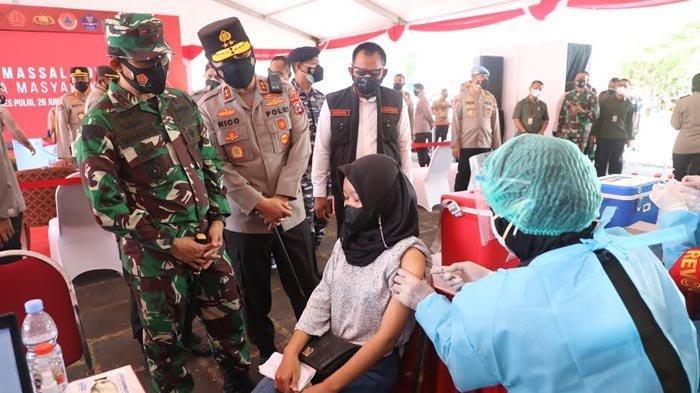 Plh Sekdaprov Jatim Berserta Kapolda dan Pangdam V Brawijaya Tinjau Vaksinasi Massal di Surabaya