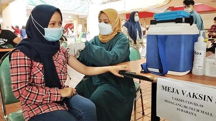 Hari Ini, Ratusan Pedagang dan Karyawan Hi Tech Mall Surabaya Disuntik Vaksin Covid-19