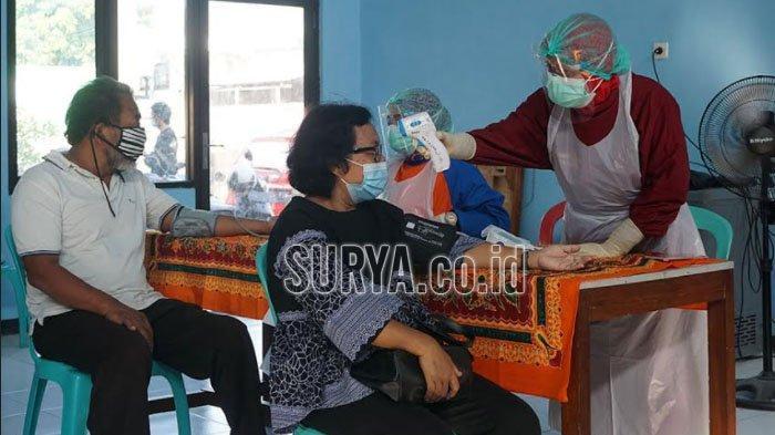 Petugas Puskesmas di Kota Kediri Gencar Datangi Lansia untuk Vaksinasi Covid-19