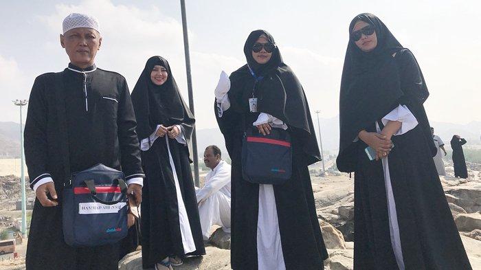 Via Vallen Pakai Hijab Lebar di Tanah Suci, Justru Kena Cacian Warganet, Lho Kok?