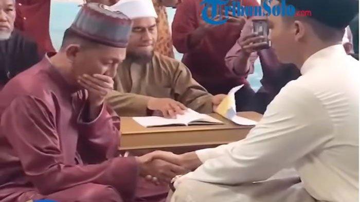 Video Ayah Menangis Saat Nikahkan Putrinya Viral di Whatsapp & Medsos, Keluarga: Itu Pertama Kalinya