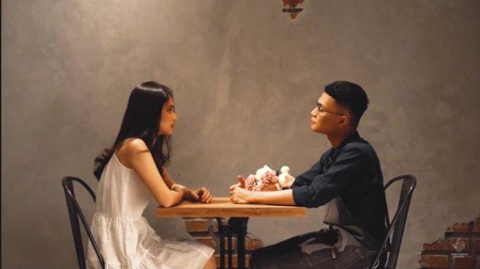 Chord Lagu Cinta Selesai - Mahen yang Viral di TikTok, Dalam Perjalanan Cinta Siapa yang Tak Terluka