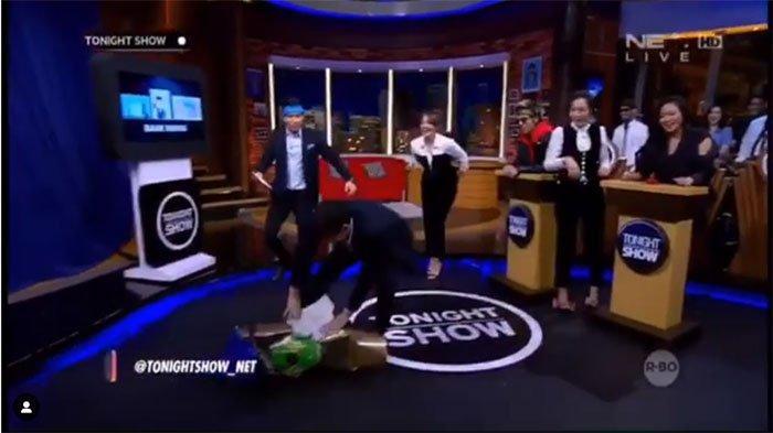 Video Parodi Pria Banting Motor Versi Vincent Rompies, Teriak 'Hancurkan' dan Bikin Penonton Ketawa