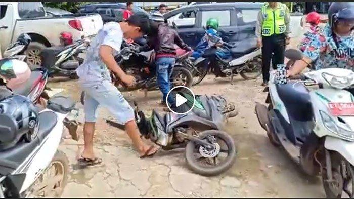 Video Pria Banting Motor 'Part 2' Viral Lagi di Whatsapp (WA) & Medsos, Polisi Ungkap Kronologinya