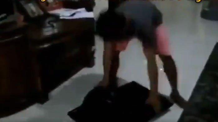 VIDEO VIRAL Pria Banting TV Gara-gara Kecewa Hasil Quick Count, Relawan Jokowi di Gresik Lakukan ini
