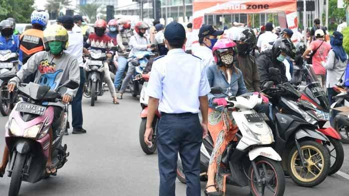 Warga Suhu Tubuh Tinggi Langsung Dibawa ke RSJ Menur Gegara 3 Hari PSB Surabaya 'Tak Ngefek'