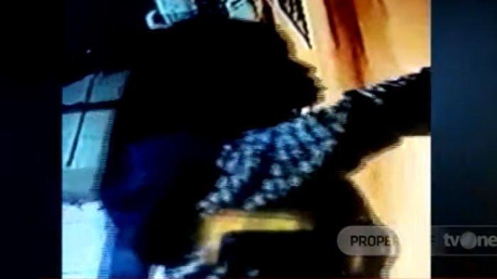 VIRAL Video 2 Emak-emak Congkel Jendela & Gasak Harta Puluhan Juta, Latar Belakang Pelaku 'Ngeri'