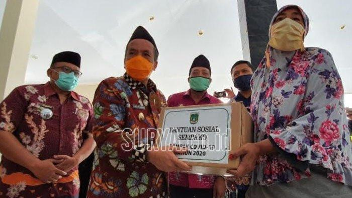 Wabup Pasuruan Bagikan Bantuan Sembako untuk Masyarakat Terdampak Pandemi Covid-19