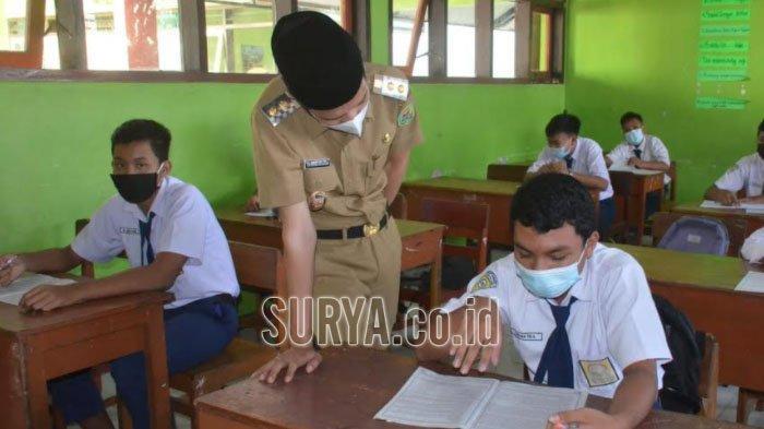 Saat Siswi SMP Bertanya ke Wakil Bupati Trenggalek : Kapan Kami Divaksin, Pak?