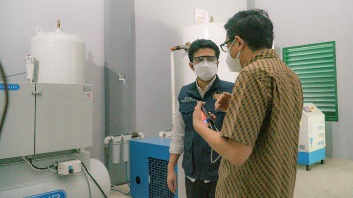 Pastikan Generator Oksigen dalam Kondisi Aman dan Baik, Wagub Emil Kunjungi Dua RS di Pamekasan