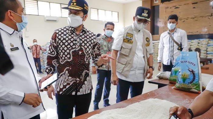 Kualitas Beras Bantuan PPKM di Bangkalan Tak Baik, Wagub Emil Melarang Didistribusikan ke Masyarakat