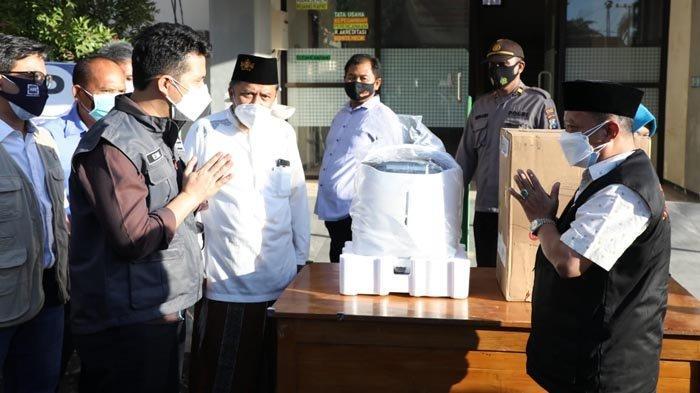 Wagub Emil Serahkan Dua Alat Konsentrator Oksigen di RSUD Besuki Situbondo
