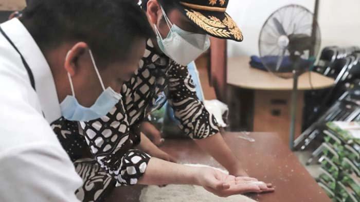 Langkah Wagub Jatim setelah Temukan Bukti Beras Bansos PPKM di Bangkalan Berkutu