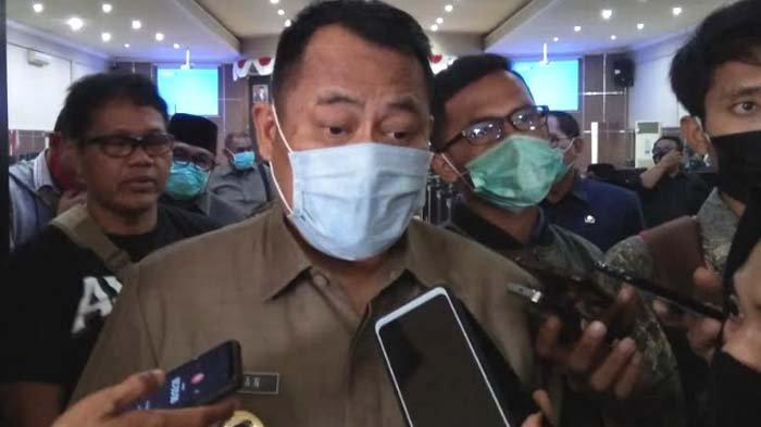 Pedagang Pasar Induk Menangis saat Tagih Janji Wabup Bondowoso, Bersitegang dengan Satpol PP