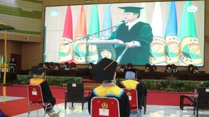 Wamendag RI Jerry Sambuaga di Hadapan Wisudawan Unej : Kompetisi Tidak Perlu Ditakuti
