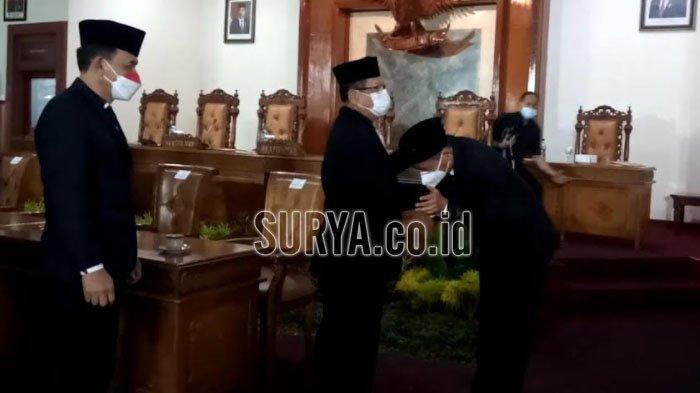 Terpilih Menjadi Wakil Bupati Tulungagung, Gatut Sunu Wibowo Menangis Haru