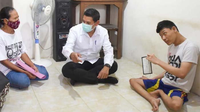 Walikota Kediri Sambangi Rumah Warga Penyandang Disabilitas Berat di Kelurahan Burengan