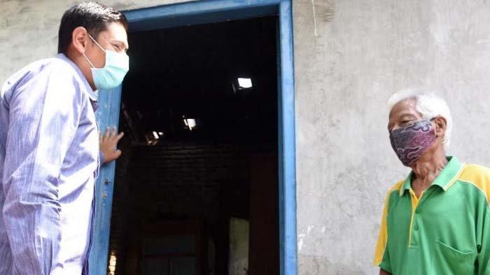 Hidup Sebatang Kara, Kakek Sumali Mengaku Senang Dapat Bantuan Bedah Rumah dari Pemkot Kediri