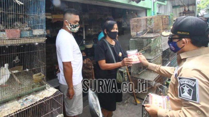 Pedagang Pasar Burung Splendid Kota Malang Sumringah Usai Terima Masker dan Hand Sanitizer