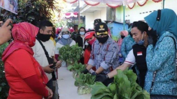 Wali Kota Malang, Sutiaji, mendorong penguatan masyarakat untuk bercocok tanam.