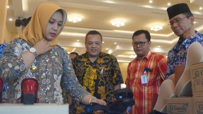 Desperinda Kota Mojokerto Optimistis Program Business Matching Mampu Dongkrak IKM Alas Kaki