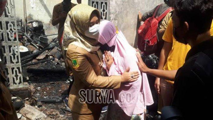 Reaksi Korban Kebakaran di Kota Mojokerto saat Ning Ita Kunjungi Rumahnya