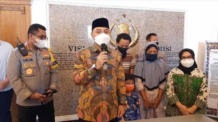 Wali Kota Surabaya Eri Cahyadi Jenguk Ara Bocah Hilang, Puji Respons Cepat Polrestabes Surabaya