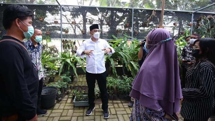 Ngantor di Kelurahan Sememi, Cak Eri Bertemu Pelaku UMKM hingga Disambati Warga Pekerjaan