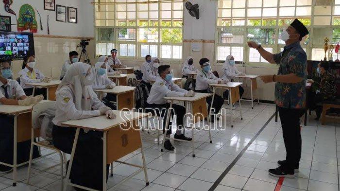 Kota Surabaya Mulai Simulasi Pembelajaran Tatap Muka, Cak Eri Cahyadi Jadi Guru SMP