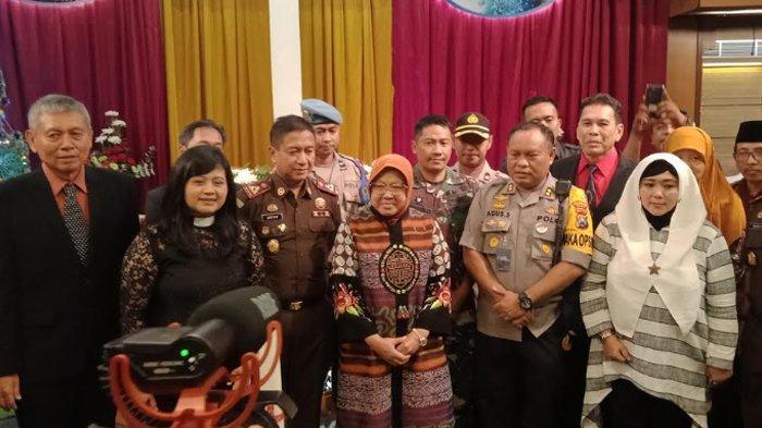Pesan Walikota Risma saat Keliling Gereja di Surabaya pada Malam Natal