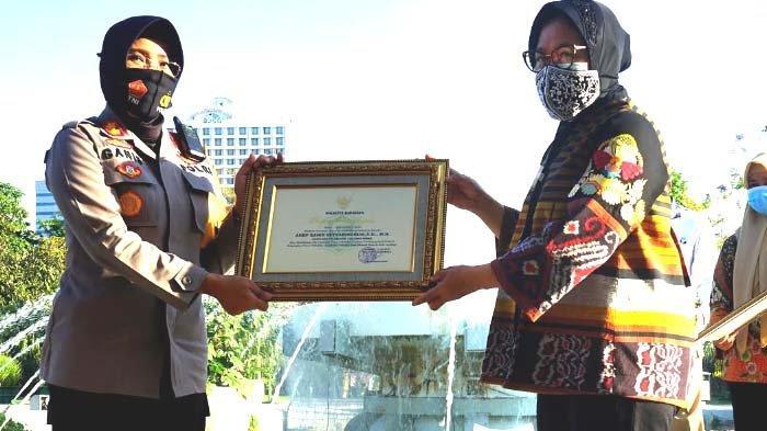 Walikota Risma Beri Penghargaan 24 Personel Polres Perak atas Pengungkapan Kasus ini di Surabaya