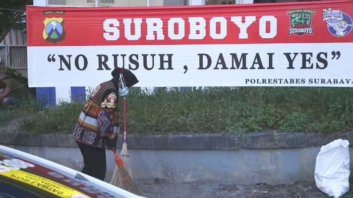 Besok Surabaya Disambangi Ribuan Pendemo, Walikota Risma Pilih Lakukan Hal ini bersama Anak Buah